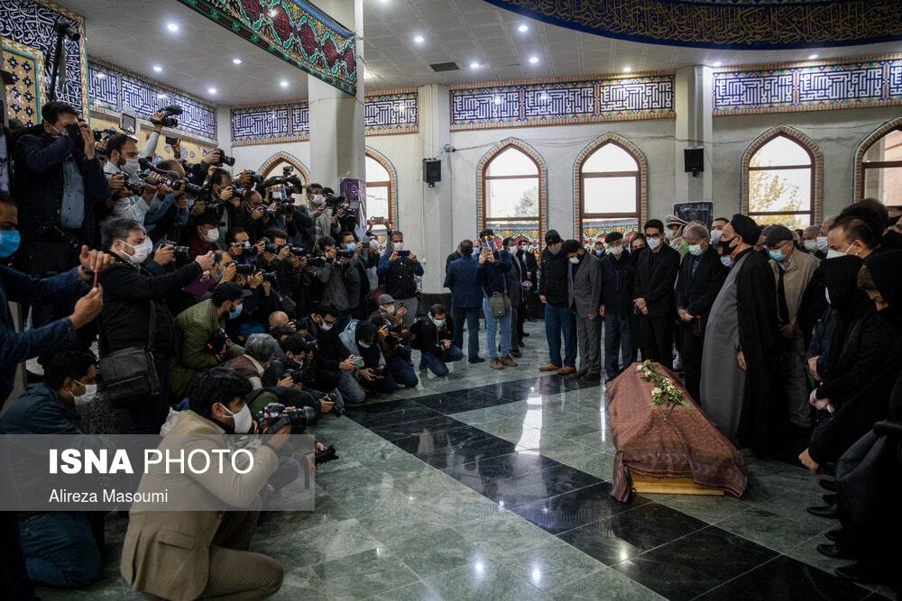 تصاویر - مراسم اقامه نماز بر پیکر محمدرضا شجریان