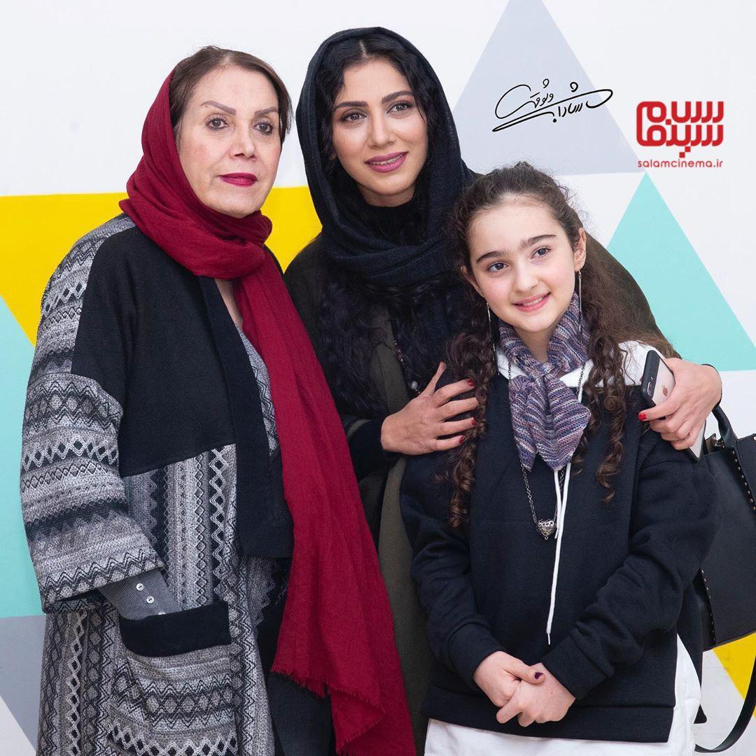 مونا فرجاد و مادرش - مانیا علیجانی - اکران خصوصی فیلم «خداحافظ دختر شیرازی»-گزارش تصویری