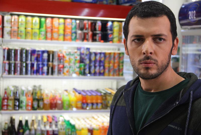 پدرام شریفی در نمایی از فیلم «متولد 65» اولین ساخته مجید توکلی