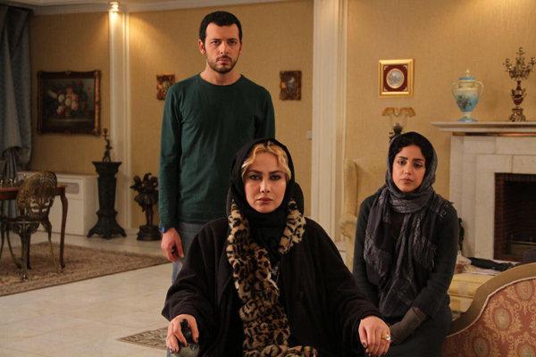 هنگامه حمیدزاده، آنا نعمتی و پدرام شریفی در فیلم «متولد 65»