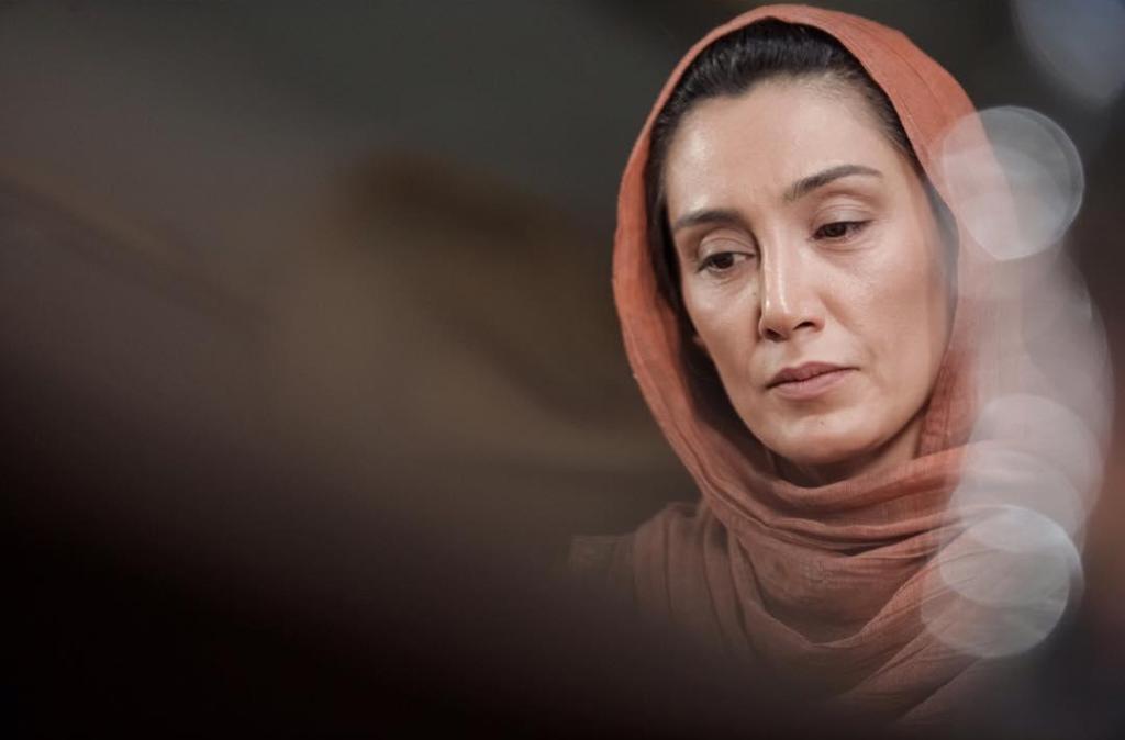 هدیه تهرانی در نمایی از فیلم «عادت نمی کنیم» ساخته ابراهیم ابراهیمیان
