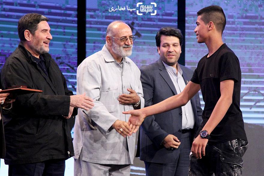 علیرضا بالدی برنده لوح تقدیر بهترین بازیگر مرد برای فیلم «بدون مرز» در اختتامیه جشنواره فیلم مقاومت