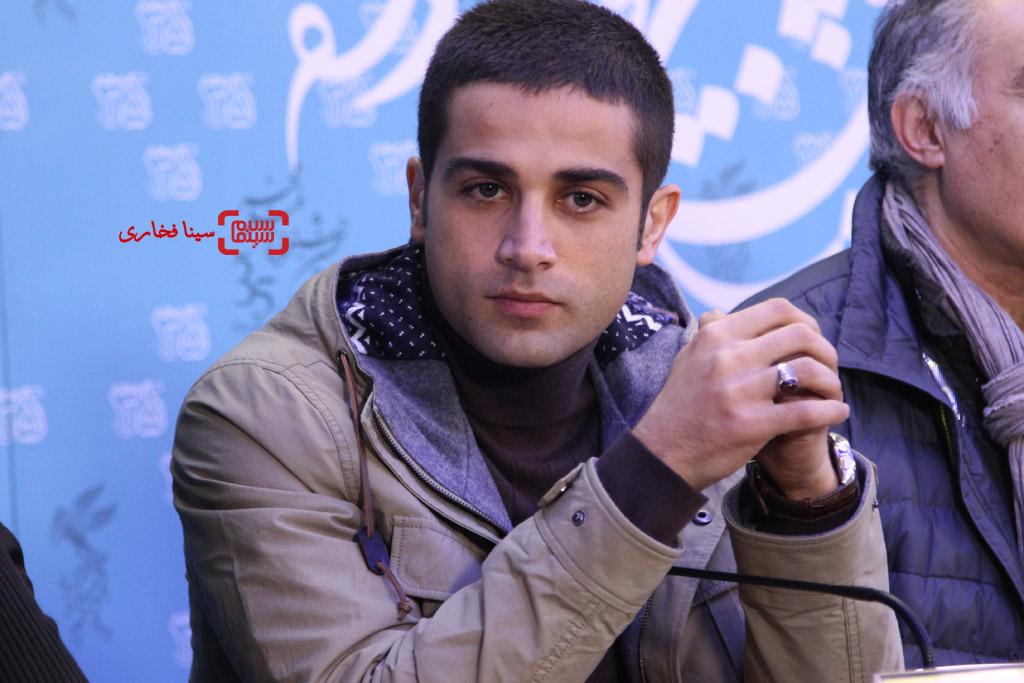 آرمان درویش در نشست خبری فیلم «کمدی انسانی» در جشنواره فیلم فجر35