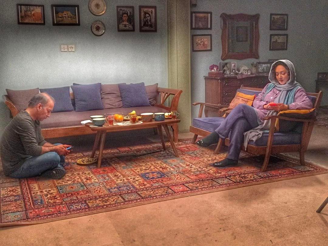 نیکی کریمی و حمیدرضا آذرنگ در پشت صحنه فیلم «آذر»