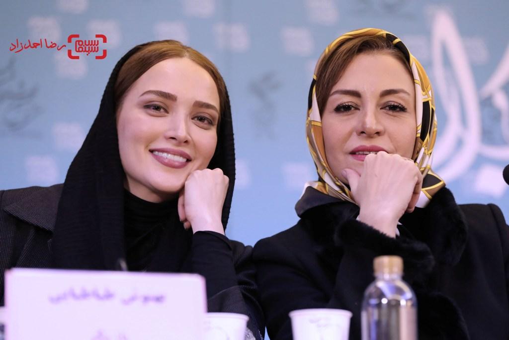 بهنوش طباطبایی و مریلا زارعی در نشست خبری فیلم «زیر سقف دودی» در سی و پنجمین جشنواره فیلم فجر