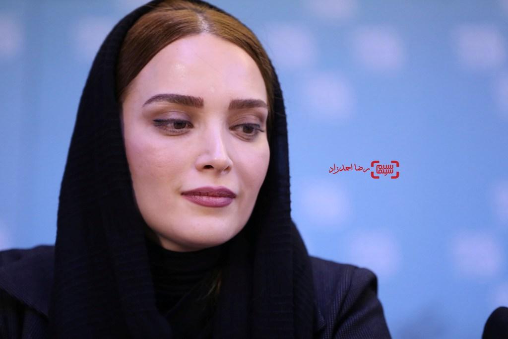 بهنوش طباطبایی در نشست خبری «زیر سقف دودی» در سی و پنجمین جشنواره فیلم فجر