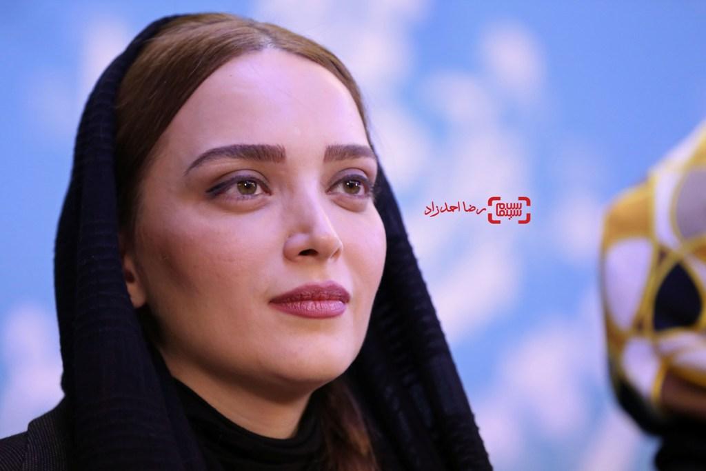 بهنوش طباطبایی در نشست خبری فیلم «زیر سقف دودی» در جشنواره فجر35