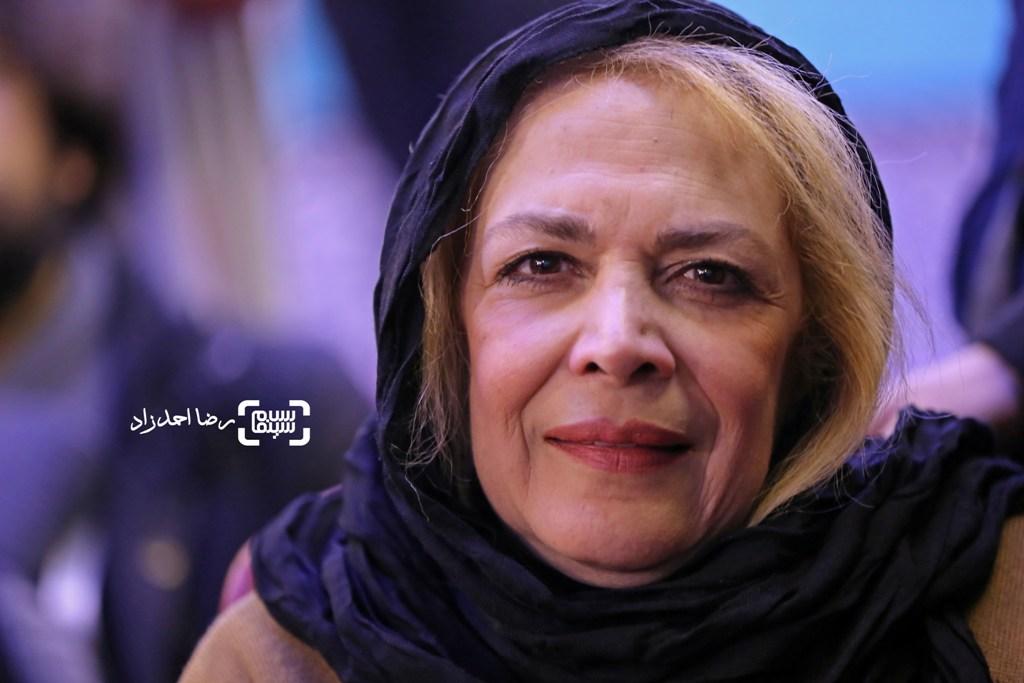 بیتا فرهی در نشست خبری فیلم «زیر سقف دودی» در سی و پنجمین جشنواره فیلم فجر