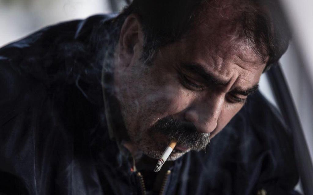 سیامک انصاری در نمایی از فیلم «دراکولا»