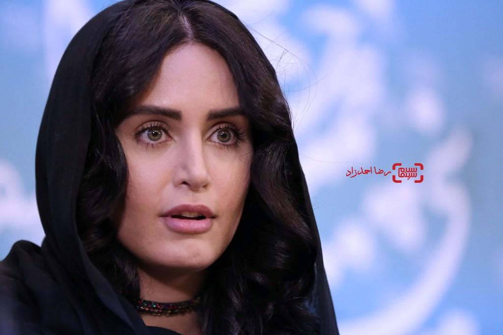 الناز شاکردوست در نشست خبری «خفه گی» در سی و پنجمین جشنواره فیلم فجر