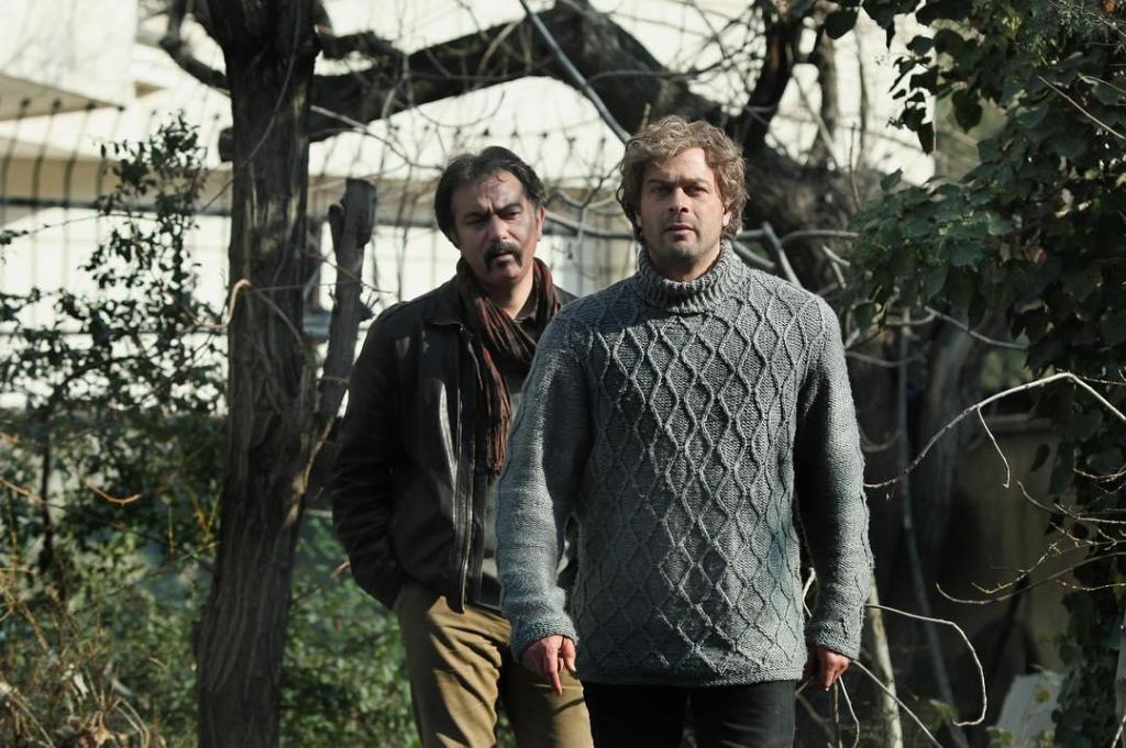 پژمان بازغی و محمدرضا هدایتی در نمایی از فیلم «فصل نرگس»