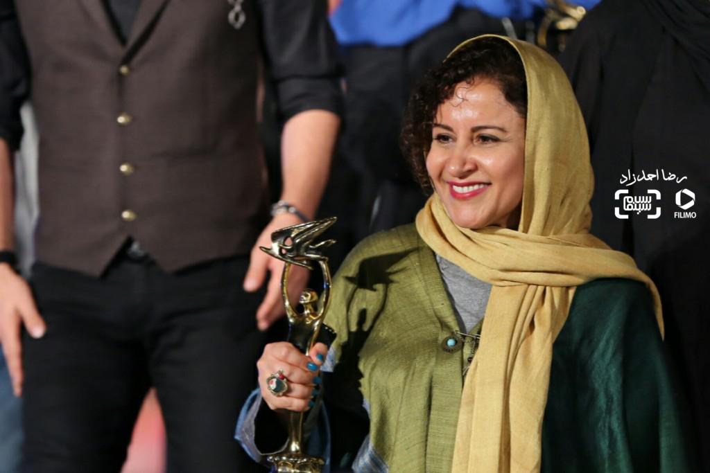 فرشته صدرعرفایی برنده جایزه بهترین بازیگر زن برای فیلم «کوچه بینام» در هجدهمین جشن خانه سینما http://www.salamcinama.ir/public/images/usrUploader/movImg/fereshtehsadrorafayikhanecinemajashn1.jpg