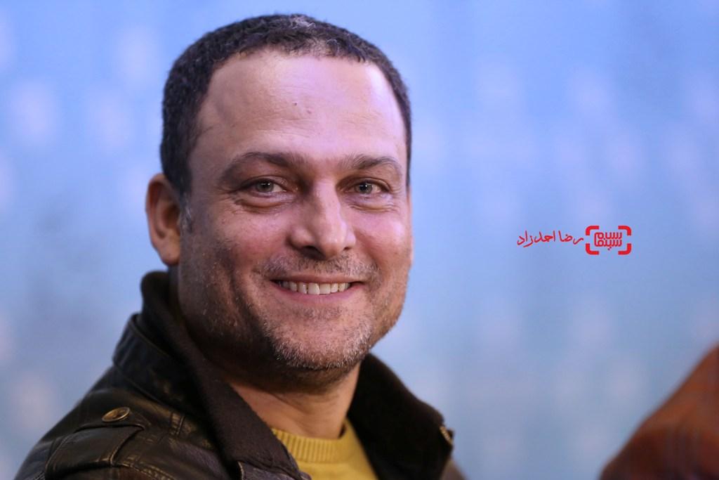 حسین یاری در نشست خبری «یادم تو را فراموش» در سی و پنجمین جشنواره فیلم فجر