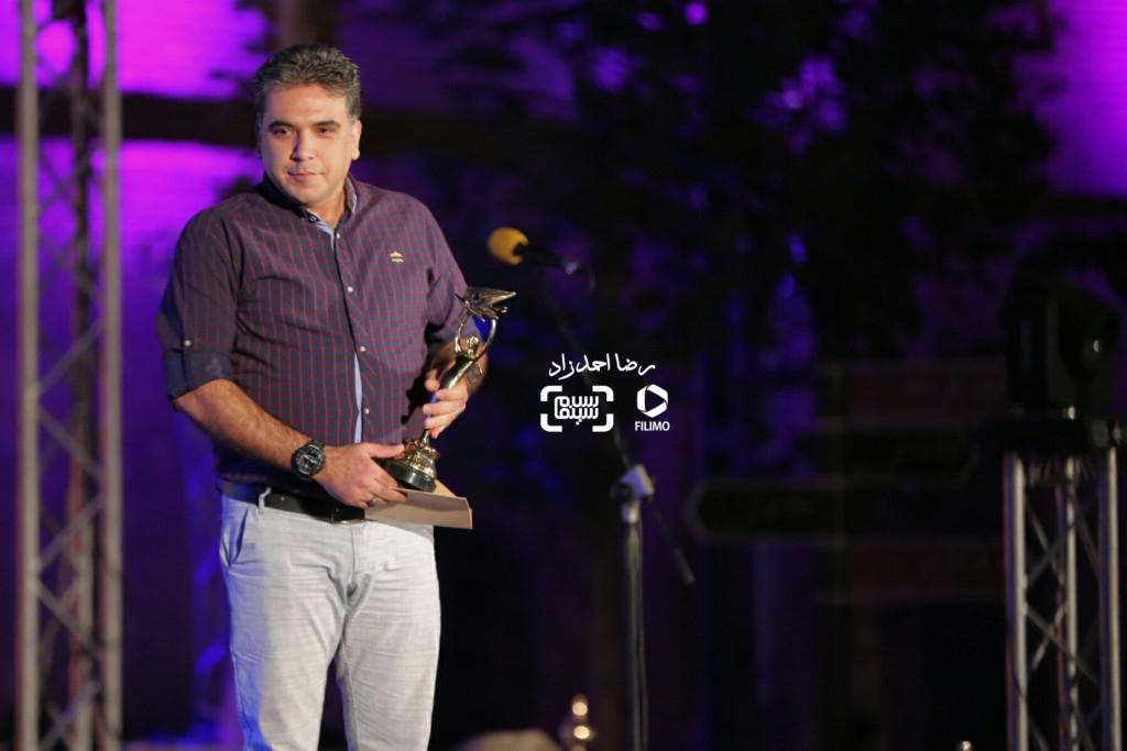 ایمان کرمیان برنده تنديس بهترين چهره پردازى برای فیلم «ایستاده در غبار» در هجدهمین جشن خانه سینما