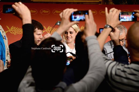 جسی آیزنبرگ و کریستن استوارت در کنفرانس خبری فیلم «کافه سوسایتی» در جشنواره کن 2016