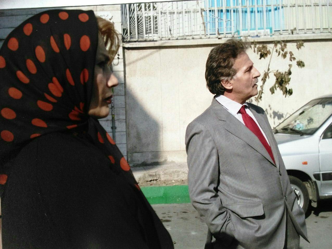 فریبرز عرب نیا در کاناپه
