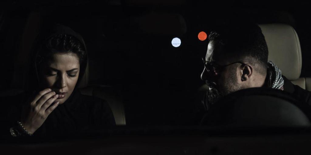 نوید محمدزاده و طناز طباطبایی در نمایی از فیلم «خشم و هیاهو» ساخته هومن سیدی