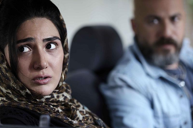 باران کوثری و امیر آقایی در نمایی از فیلم کوچه بی نام