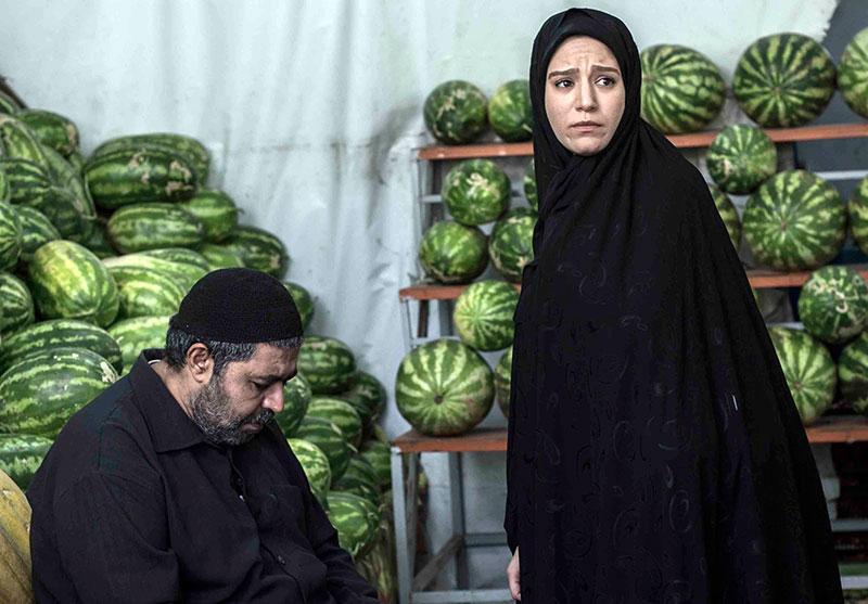 ستاره پسیانی و فرهاد اصلانی در نمایی از فیلم «کوچه بی نام»