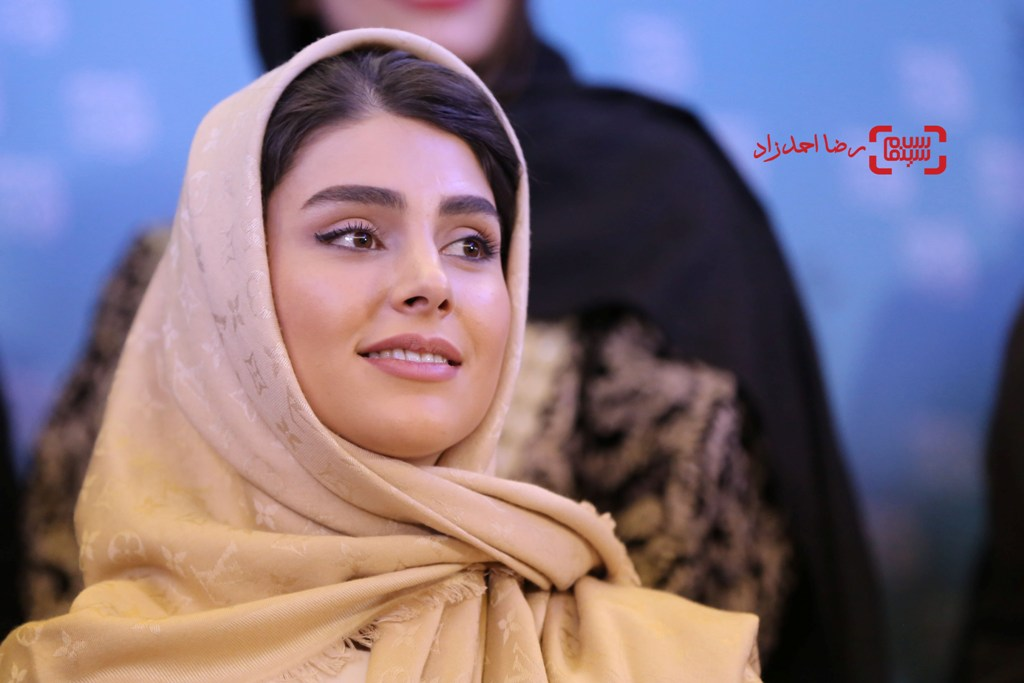 لاله مرزبان در نشست خبری فیلم «زیر سقف دودی» در سی و پنجمین جشنواره فیلم فجر