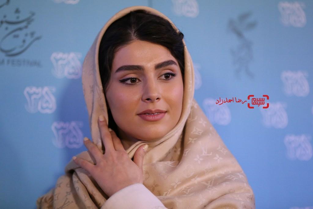 لاله مرزبان در نشست خبری «زیر سقف دودی» در سی و پنجمین جشنواره فیلم فجر