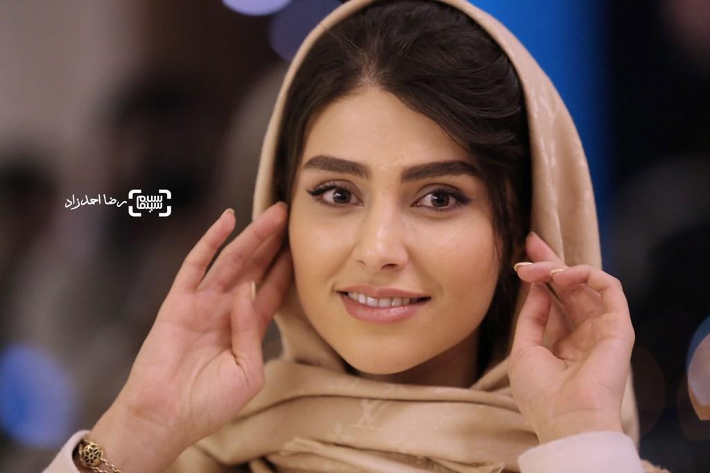 لاله مرزبان در اکران فیلم «زیر سقف دودی» در جشنواره فیلم فجر35