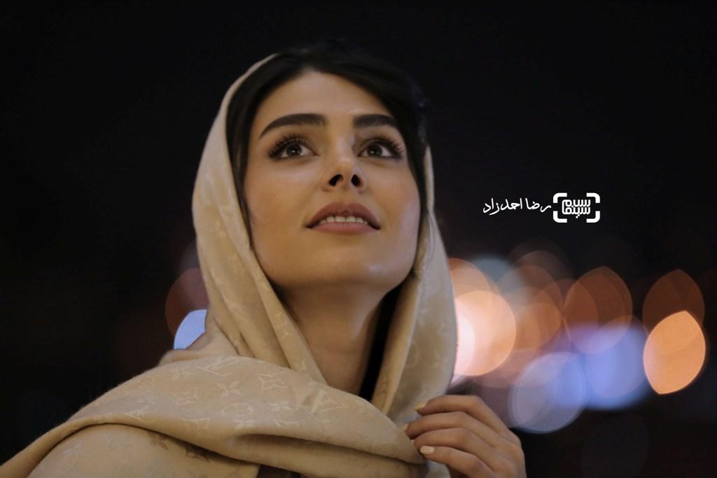 لاله مرزبان در جشنواره فیلم فجر35 برای اکران فیلم «زیر سقف دودی»