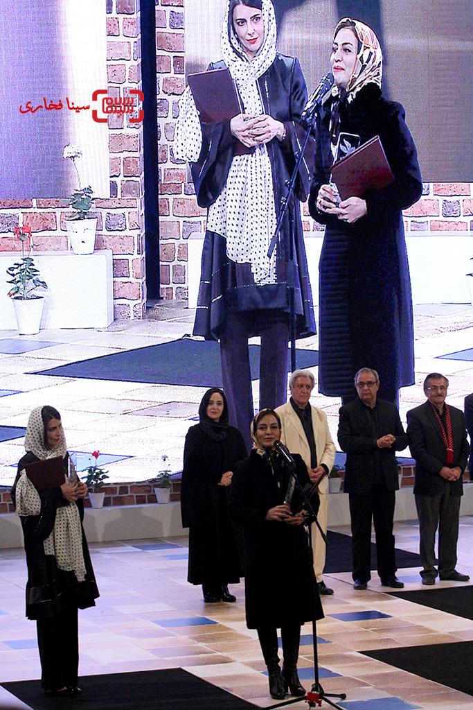 لیلا حاتمی برنده سیمرغ بلورین بهترین بازیگر زن برای «رگ خواب» در اختتامیه سی و پنجمین جشنواره فیلم فجر