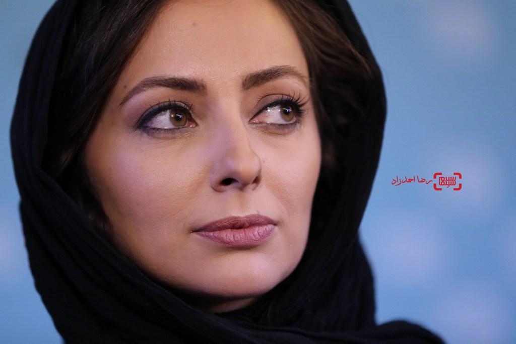 نفیسه روشن در نشست خبری فیلم «زیر سقف دودی» در سی و پنجمین جشنواره فیلم فجر