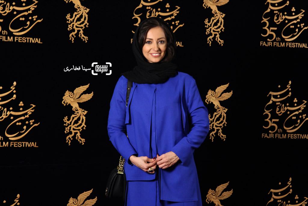 نفیسه روشن در اکران فیلم «زیر سقف دودی» در سی و پنجمین جشنواره فیلم فجر