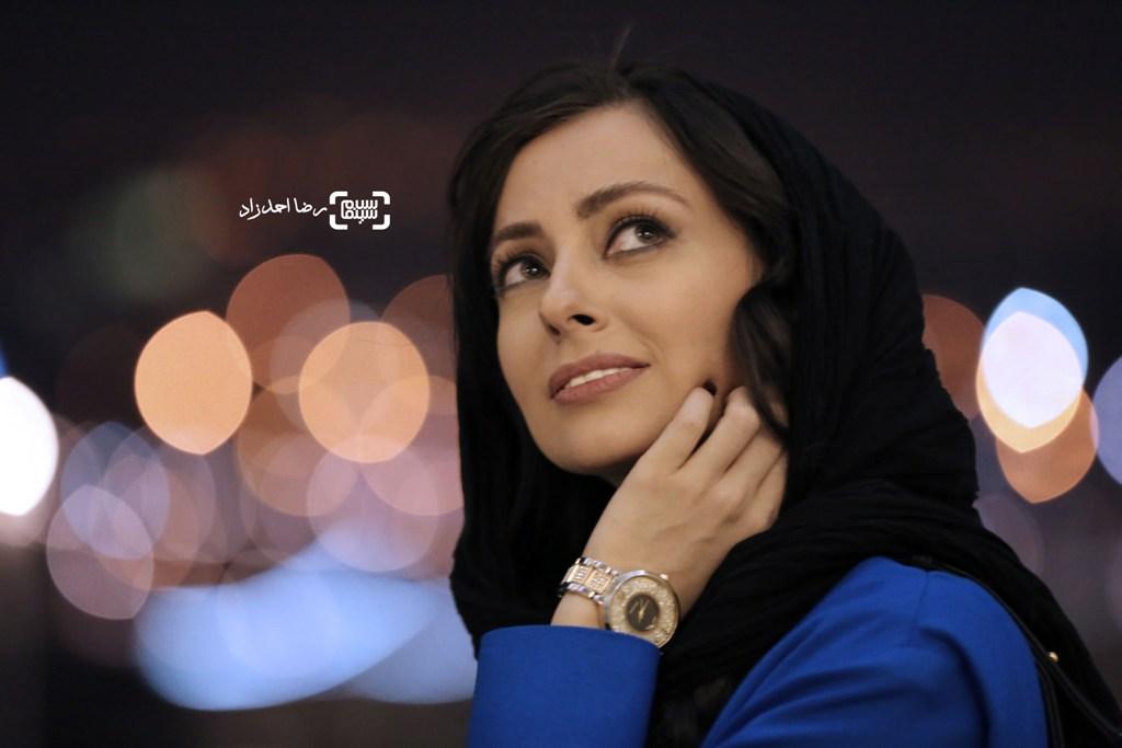 نفیسه روشن در اکران «زیر سقف دودی» در جشنواره فیلم فجر35