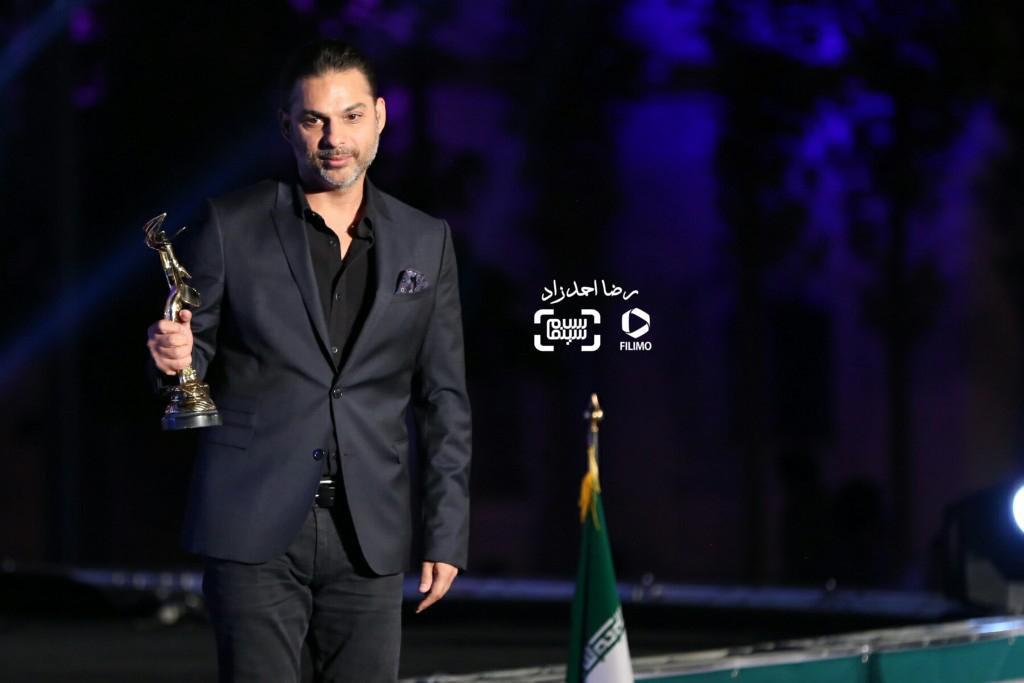 پیمان معادی برنده تندیس بهترین بازیگر مرد برای بازی در فیلم «ابد و یک روز» در هجدهمین جشن سینما ایران
