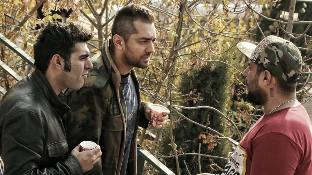 بهرام رادان، مصطفی کیایی و محسن کیایی در نمایی از پشت صحنه فیلم «بارکد»