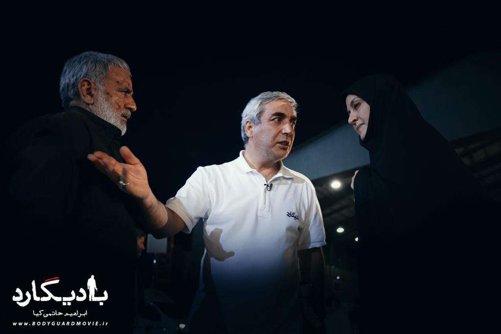 مریلا زارعی، پرویز پرستویی و ابراهیم حاتمی کیا در نمایی از پشت صحنه فیلم «بادیگارد»
