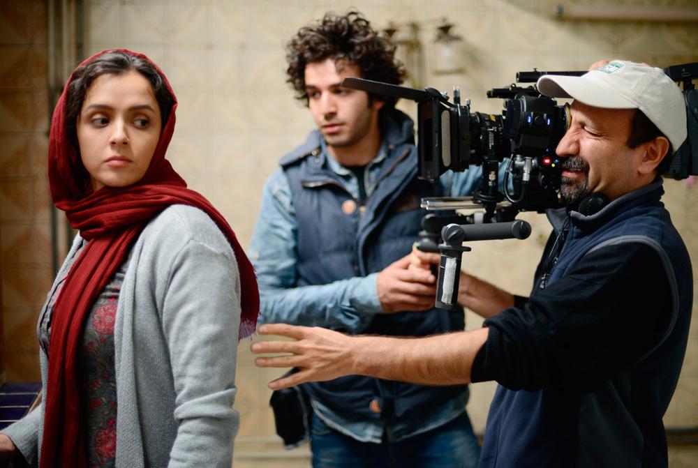 اصغر فرهادی، پارسا مجد و ترانه علیدوستى در پشت صحنه فیلم فروشنده(the sales man)