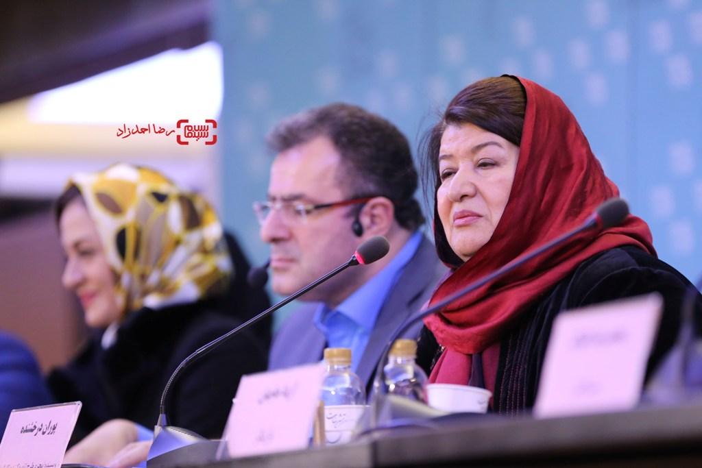 پوران درخشنده در نشست خبری «زیر سقف دودی» در سی و پنجمین جشنواره فیلم فجر