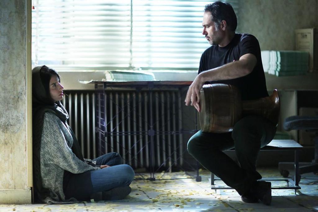 کوروش تهامی و لیلا حاتمی در نمایی از فیلم «رگ خواب»