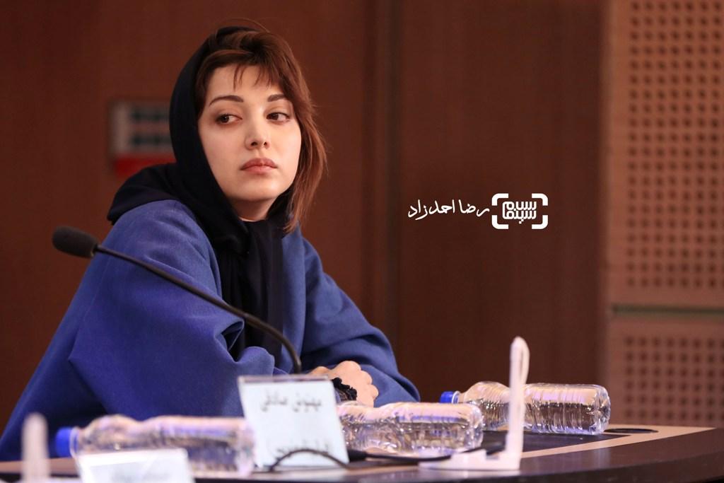 روشنک گرامی در نشست خبری «خانه دیگری» در سی و پنجمین جشنواره فیلم فجر