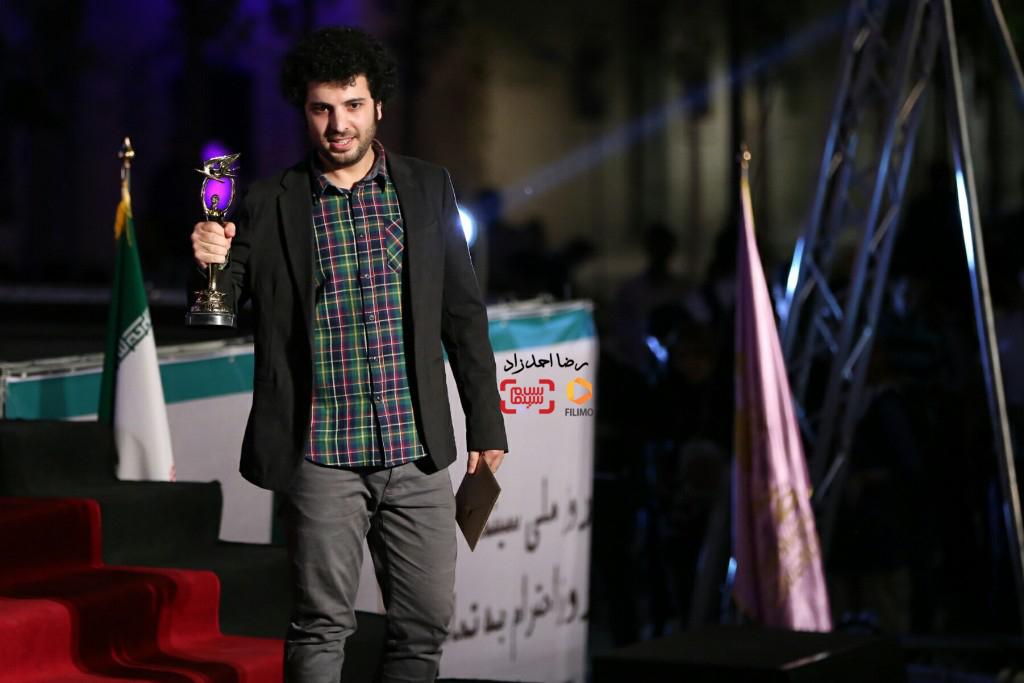 سعید روستایی برنده جایزه بهترین کارگردانی برای فیلم «ابد و یک روز» در هجدهمین جشن سینما ایران