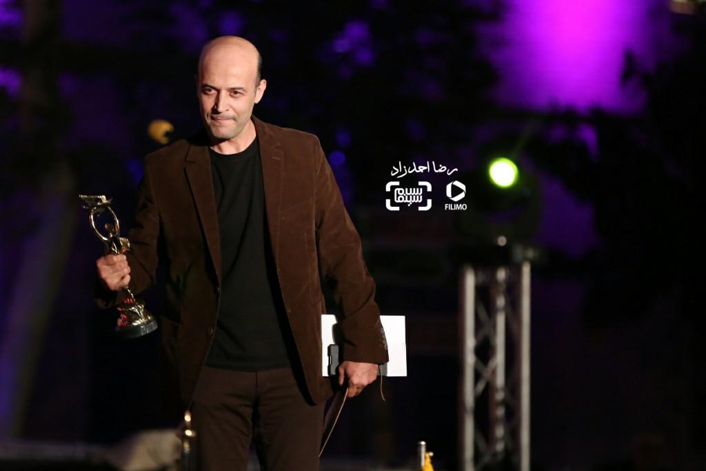 شهرام خلج برنده تنديس بهترين چهره پردازى برای فیلم «ایستاده در غبار» در هجدهمین جشن خانه سینما