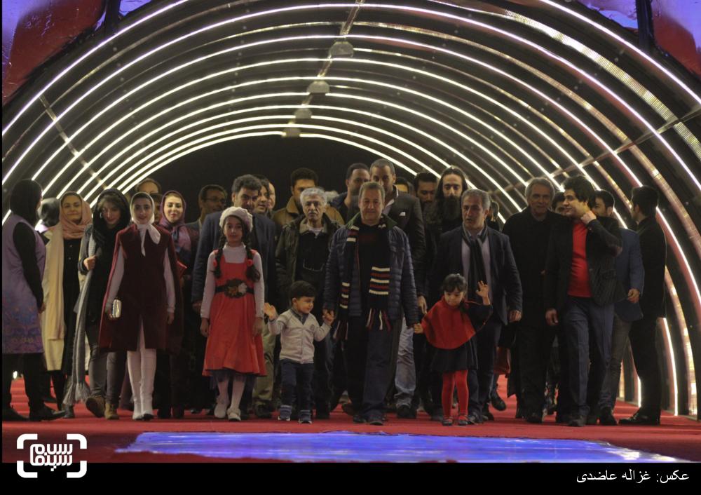 فرش قرمز فیلم «یتیمخانه ایران» سی و چهارمین جشنواره فیلم فجر
