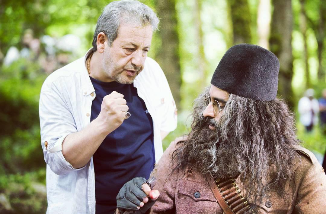 علیرام نورایی و ابوالقاسم طالبی در پشت صحنه فیلم «یتیمخانه ایران»