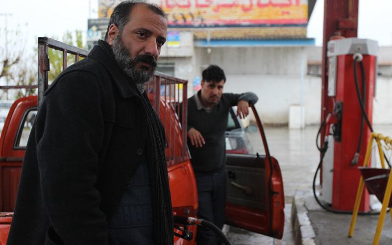 امیر جعفری و جواد عزتی در نمایی از فیلم «زاپاس»