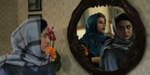 باران کوثری و  فرشته صدرعرفایی در نمایی از فیلم «هفت ماهگی» ساخته هاتف علیمردانی