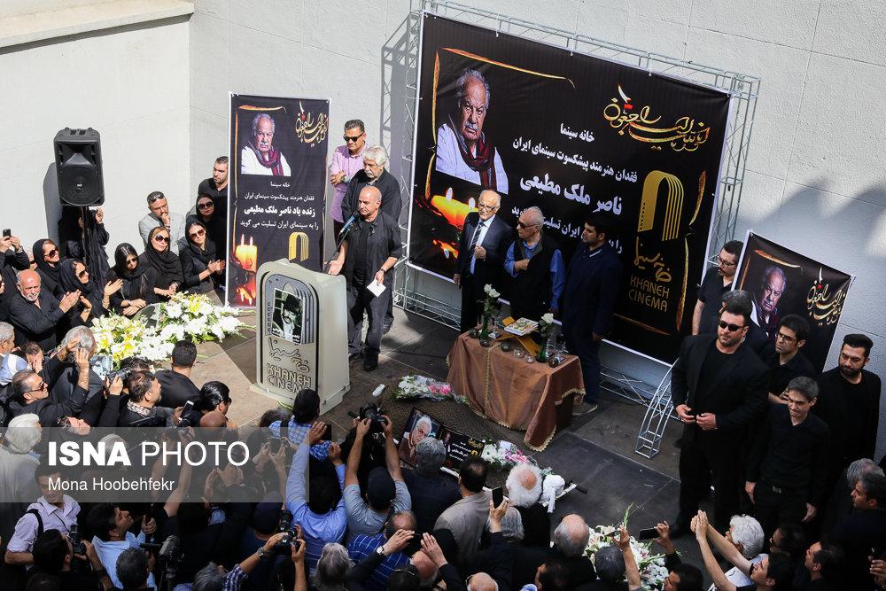 انتقاد تند هنرمندان از صداو سیما در مراسم تشییع پیکر ناصر ملک مطیعی/ ویدیو