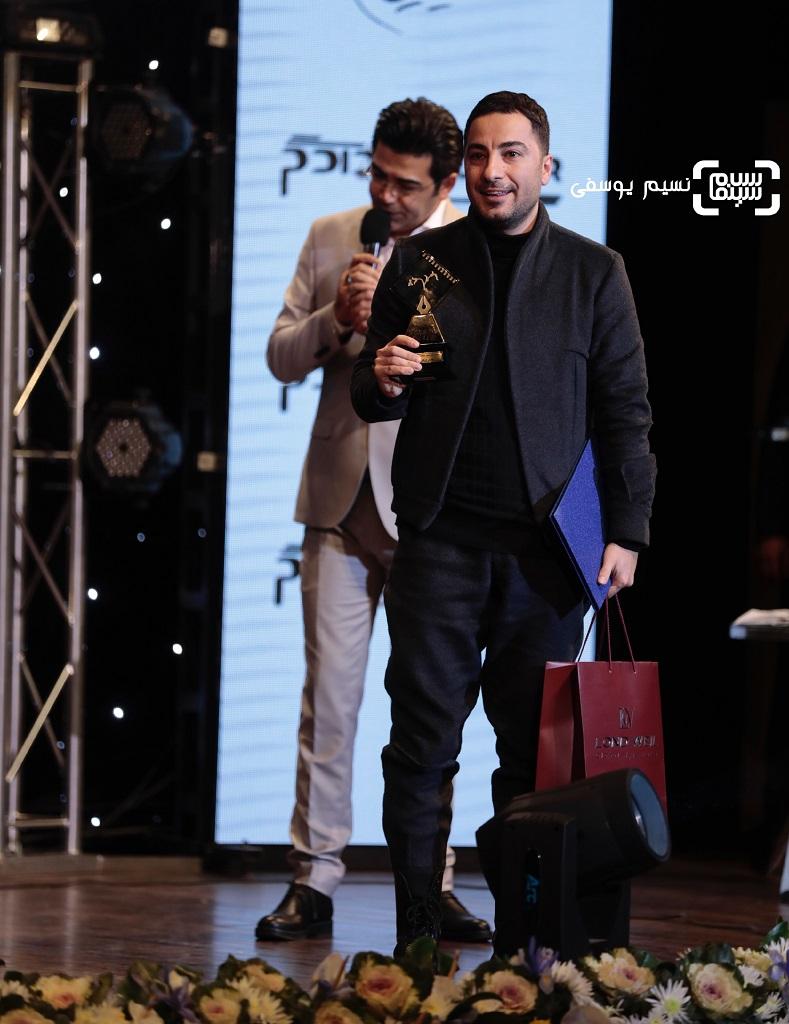 بهترین بازیگر نقش اول مرد: نوید محمدزاده برای فیلم مغزهای کوچک زنگ زده