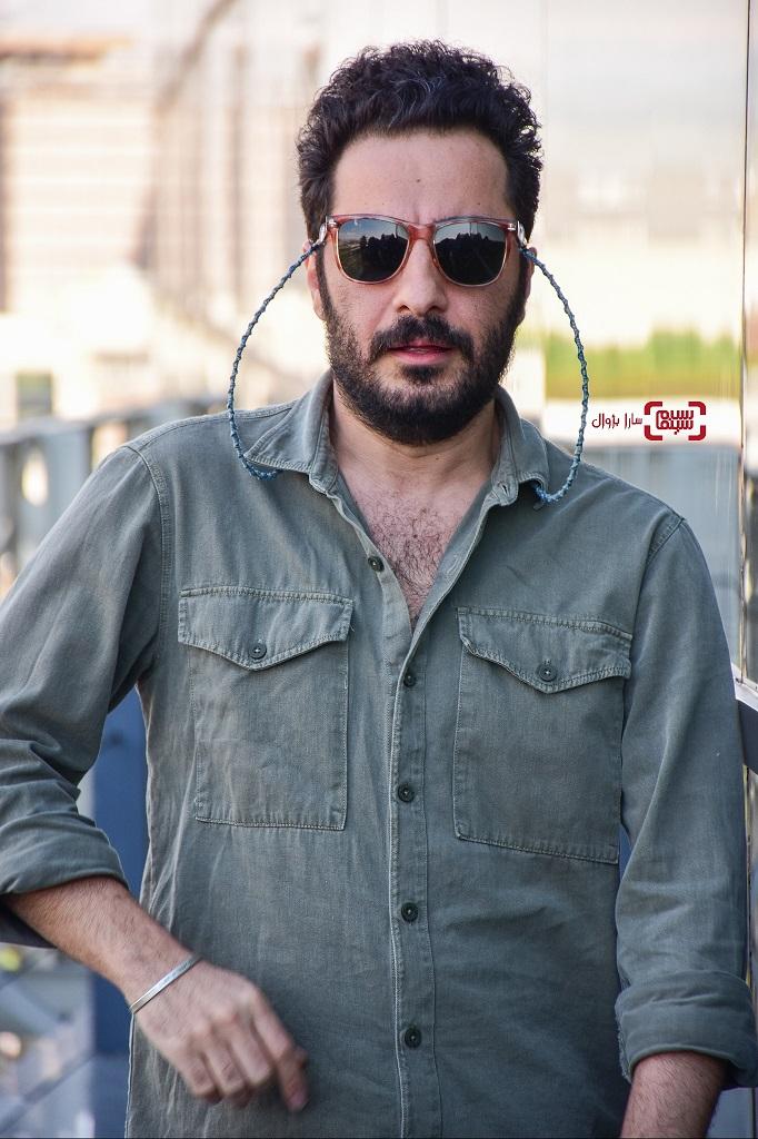 عکسنوید محمدزاده در روز سوم سی و هفتمین جشنواره جهانی فیلم فجر