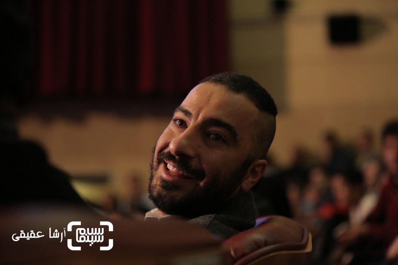 نوید محمدزاده در اختتامیه سی و ششمین جشنواره فیلم فجر