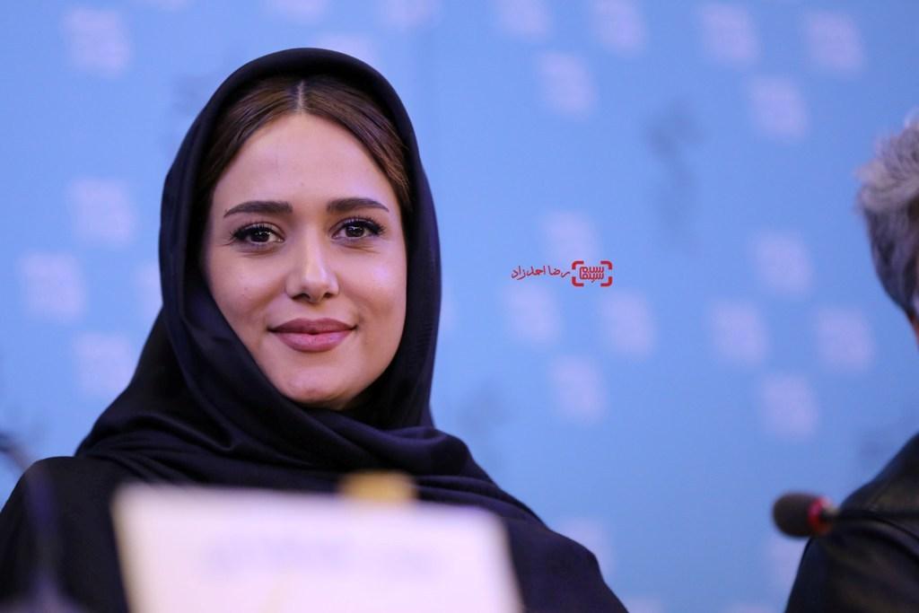 پریناز ایزدیار در نشست فیلم «ویلایی ها» در جشنواره فجر 35