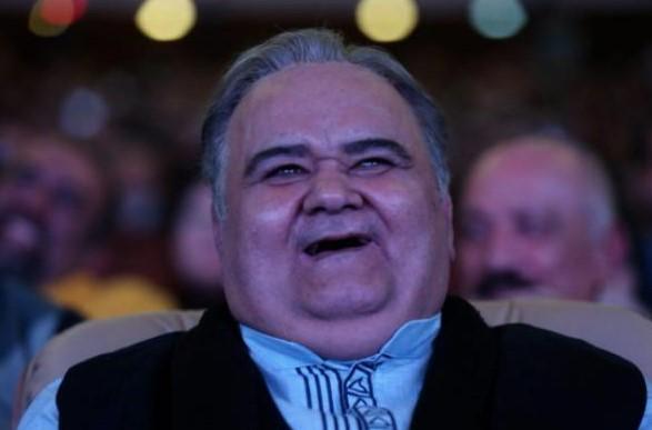 اکبر عبدی: هدیه بزرگداشت جشنواره، ده میلیون بود/ به خاطر ندادن مالیات، ممنوع الخروج شدم